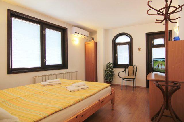 Ferienwohnung   № 3 –  4 Zimmer  3  Terrassen